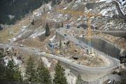 Hier ging am Mittwoch Abend gar nichts mehr: Unser Bild zeigt die Baustelle in der Schöllenen vor einem Monat. (Bild: Urs Hanhart / Neue UZ)