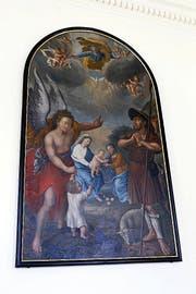 Das originale Altarblatt hängt an der linken Seitenwand im Kapelleninneren. (Bild: Werner Schelbert / Neue ZZ)