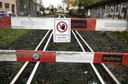 Mit der neuen Linienführung der Zentralbahn waren die Geleise, die heute längst demontiert sind, plötzlich unbenutzt. Auf den Fuss- und Radweg müssen die Luzerner aber noch länger warten. (Bild: Jakob Ineichen / Neue LZ)