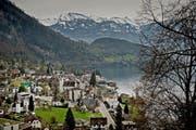 Übersicht über die Gemeinde Vitznau. Das Bild entstand am Montag, 7. April 2014. (Pius Amrein / Neue LZ) Vitznau, Rigi, Rigibahn, See, Wasser, Übersicht (Bild: Pius Amrein (Neue LZ) (Neue Luzerner Zeitung))