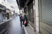 Geschlossene Läden, kaum Perspektiven: Punkto Wettbewerbsfähigkeit liegt Griechenland hinter Albanien und Tadschikistan. (Bild: Mehmet/Getty (Lesbos, 20. November 2017))
