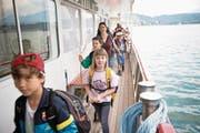 Die Schulreise führte diese Kinder mit dem Schiff von Weggis nach Luzern. (Bild: Manuela Jans-Koch (3. Juni 2015))