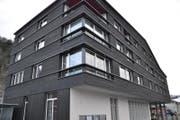 Das neue Gemeindehaus von Giswil: In diesem Stil soll das neue Bahnhofgebäude entstehen – direkt nebenan. (Bild: Matthias Stadler (2.12.2017, Giswil))