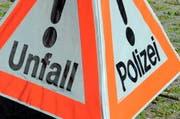 Die Kantonspolizei Schwyz sucht Zeugen, die Angaben zum unbekannten Fahrzeug machen können. (Symbolbild LZ)