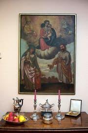 Das Meglinger-Bild in der Wohnung von Marie-Madeleine Henseler. Der Ausschnitt unten zeigt Klara von Assisi mit den heilenden Augen. (Bilder Nadia Schärli)