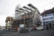 Impressionen vom Baugerüst rund um die zu renovierende Peterskapelle am Kapellplatz. (Bild: Manuela Jans-Koch (Luzern, 19.01.2018))