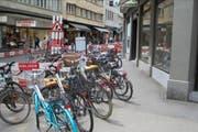 Müssen weg: Falsch parkierte Velos beim Schwanenplatz. (Bild: pd / Stadt Luzern)