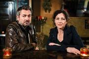 Die Kommissare Delia Mayer (Liz Ritschard) und Stefan Gubser (Reto Flückiger) ermitteln wieder in Luzern. (Bild: SRF / Daniel Winkler)
