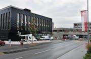 Der Steinhauser Gemeindesaal steht kurz vor der Eröffnung. Das Gebäude wird für die Öffentlichkeit herausgeputzt. (Bild: Stefan Kaiser (26. September 2017))
