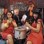 Die Luzerner Band Intoxica (von links nach rechts): Emel Ilter, Dani Glinz, Sam Pirelli und Nadine Schnyder. (Bild: PD)