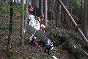 Die Absturzstelle liegt in einem Wald beim Ramersberg oberhalb von Sarnen. (Bild: Kantonspolizei Obwalden)