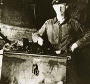Ein Bergwerksarbeiter mit Stollenhund um 1942. (Bild: PD)