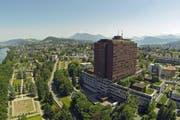 Das Luzerner Kantonsspital wurde als erstes Schweizer Spital für Lohngerechtigkeit ausgezeichnet. (Bild: René Meier / Luzernerzeitung.ch)