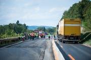 Die Unfallstelle auf der Autobahn A2 in Richtung Basel. (Bild Roger Grütter / Neue LZ)