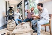 Kaffeepause bei Cafe Tacuba mit den Firmengründern Nikolaj Staub, Manolo Gonzales und Cesar Magana. (Bild: Roger Gruetter)