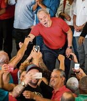 Verfügt trotz Korruptionsvorwürfen noch immer über eine grosse Anhängerschaft: Ex-Präsident Lula da Silva. (Bild: Marcelo Chello/AP (São Bernardo do Campo, 24. Januar 2018))