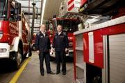 Sie sind für die neue Berufsfeuerwehr verantwortlich: Feuerwehrkommandant Theo Honermann (links) und der neue Chef der Berufsfeuerwehr, Sacha Müller. (Bild Corinne Glanzmann)