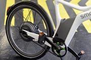 Mit ihrem E-Bike ist die Velofahrerin gestürzt. (Symbolbild) (Bild: Keystone)