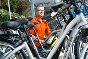 Profitiert auch von der E-Bike-Aktion: Anton Rüegg vom gleichnamigen Steinhauser Fachgeschäft. (Bild Stefan Kaiser)