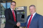 Walter Niederberger (links) übernimmt die Leitung der Geschäftsstelle Wolfenschiessen der Nidwaldner Kantonalbank. (Bild: pd)
