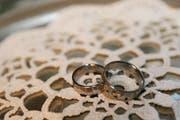 Ringtausch: Bei Luzerner Brautpaaren ist der 12.12.12 beliebt. (Bild: Archiv Neue LZ)