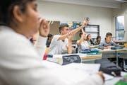 Luzerner Oberstufenschüler im Französischunterricht. (Bild: Philipp Schmidli (31. August 2017))