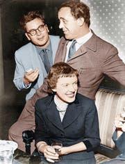 Heinrich Böll auf einer Schriftstellertagung 1955 der Gruppe 47 mit Martin Walser und Ingeborg Bachmann, (Bild: Ulstein)