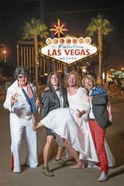 Suspicious Minds: Christian Constantin (links) als Elvis in Las Vegas. (Bild: Maxime Schmid/«Le Temps»)