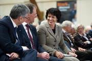 Bundesrätin Doris Leuthard im Gespräch mit den Regierungsräten Guido Graf (links) und Reto Wyss. (Bild Corinne Glanzmann)