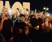 Tausende Menschen nahmen gestern auf der gesamten Insel an Mahnwachen teil. (Bild: Matthew Mirabelli/AFP (Sliema))