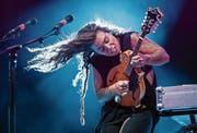 Tash Sultana beherrscht nicht nur die Gitarre – und wird dies am 28. Juli am Blue Balls im Pavillon unter Beweis stellen. (Bild: Marc Grimwade/Getty (26. Januar 2017))