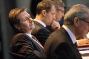 Finanzdirektor Marcel Schwerzmann während der Budgetdebatte am Montag. Neben ihm Baudirektor Robert Küng (rechts) und Bildungsdirektor Reto Wyss. (Bild Jakob Ineichen)