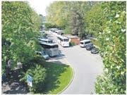 Heute noch ein Car-Parkplatz - 2023 eröffnet hier am Inseli vielleicht ein neues Musiktheater. (Bild Boris Bürgisser)