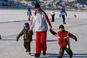Schlittschuhlaufen wie auf dem Sihlsee wird auch in den nächsten Tagen möglich sein. (Bild Stefan Kaiser/Neue ZZ)