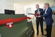 «Aurora Swiss Aerospace» (im Bild Tim Dawson-Townsend, links, und John Langford) zog 2013 dank der Wirtschaftsförderung von den USA nach Root, 2016 in die Stadt Luzern. (Bild: Eveline Beerkircher (11. Oktober 2016))