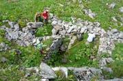 Architekturstudenten spüren Überreste alpiner Siedlungen auf. (Bild: PD / F. Flückiger)