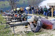 Hanglage im Stroh – für die Sturmgewehrschützen am Morgarten eine besondere Herausforderung. (Bild Werner Schelbert)