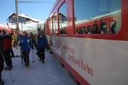 Ein Bahn transportiert Gäste auf den Oberalppass. (Bild: Archiv)