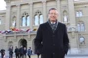 Josef Dittli, FDP-Ständerat aus Attinghausen, vor dem Bundeshaus. (Bild: Elias Bricker (Bern, 30. November 2015))