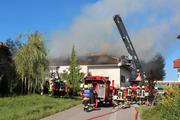 Die Feuerwehr Römerswil ist im Einsatz. (Bild: Radio-Pilatus-Hörer Kilian Pfister)