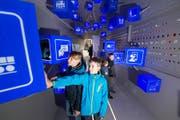 Auch inhaltlich ein immer wieder modernes Museum: Blick im November in die Ausstellung zum Thema «Mobilität der Zukunft» in der Schienenverkehrshalle. (Bild: Eveline Beerkircher, Luzern 15.11.2017)