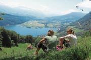 Blick auf den Alpnachersee mit dem Mündungsbereich der Sarneraa (links) und dem Flugplatz. (Bild: Leserbild: Helene Gosswiler)