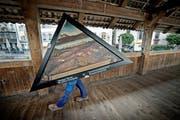 Acht der umstrittenen Bilderkopien wurden im Oktober auf der Kapellbrücke testweise aufgehängt. (Bild: Pius Amrein / Neue LZ)