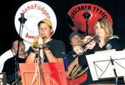 Hatten für die CD-Aufnahme einen gemeinsamen Auftritt: Urschner Tyyfel und Notäfääger. (Bild Urs Hanhart/Neue UZ)