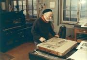 Alois Carigiet in seiner Lithographie-Werkstatt, um 1964.
