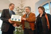 Bereits 2008 wurden Paul Jans (Mitte) und Doris Siegenthaler mit einer Petition beim Kanton vorstellig. (Bild: Archiv Neue UZ)