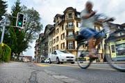 Die Amlehnstrasse in Kriens: Der Gemeinderat möchte sie sicherer für Velofahrer machen. (Bild: Eveline Beerkircher / Neue LZ)