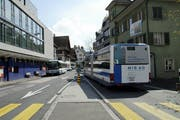 Ein Bus der Linie 3 fährt durch Baar. (Symbolbild ZZ)