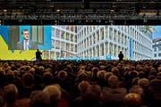 Aktionäre an der Generalversammlung der Luzerner Kantonalbank im Mai 2014 in der Messehalle in Luzern. (Bild Pius Amrein)