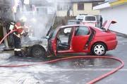 Das Auto war nach dem Brand völlig zerstört. (Bild: Kapo Schwyz)
